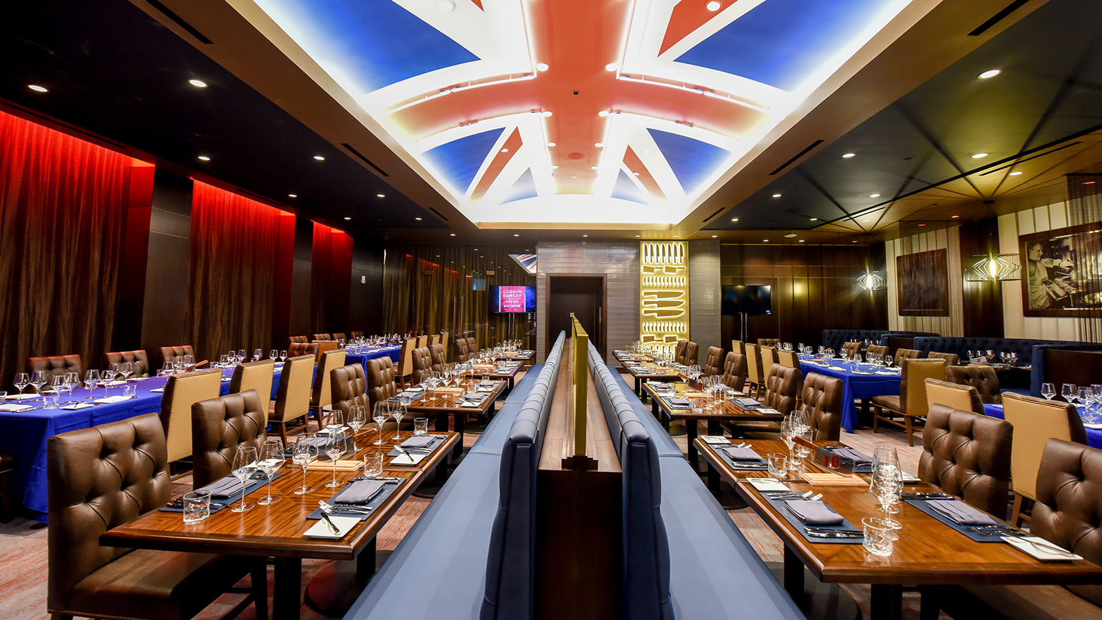 turning tables gordon ramsay opens new steak house in. Black Bedroom Furniture Sets. Home Design Ideas